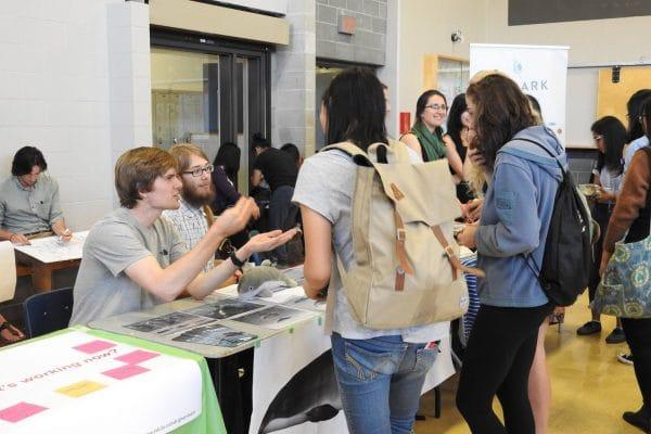 volunteers_engaging_students